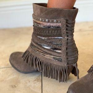 Leather tassel booties 😍